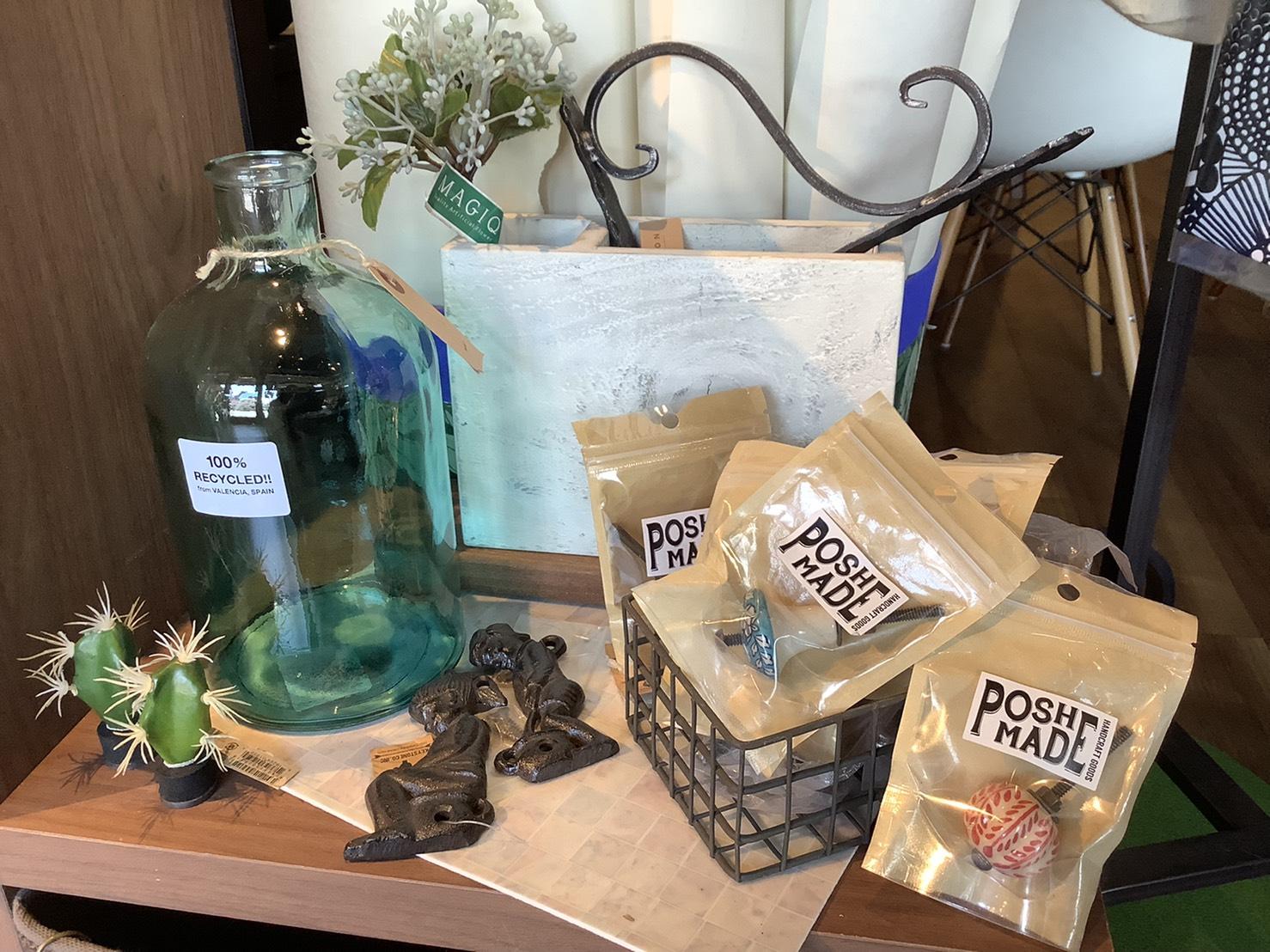 お店に置いてあるものは全て商品です。何気無い瓶でもおしゃれになったり、インテリアコーディネーターが直感で仕入れた逸品もございます。